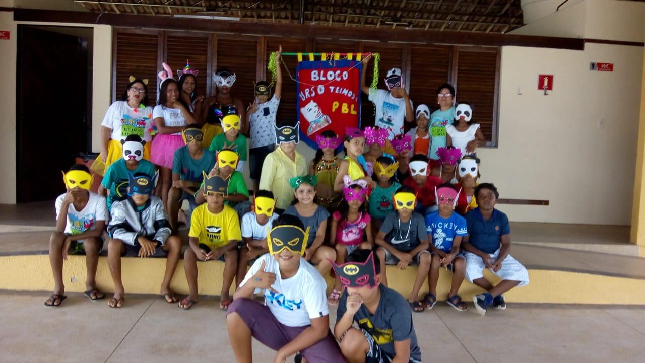 Carnaval com Urso Teimoso no Projeto Beira da Linha